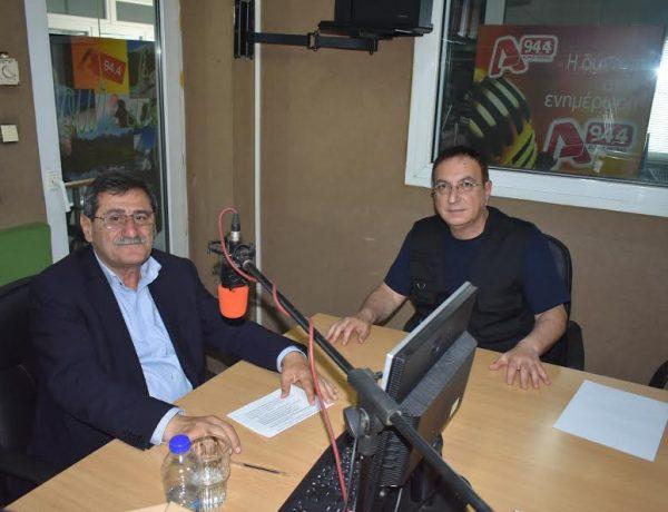 Ο Κώστας Πελετίδης, λίγο πριν την κάλπη, στο ραδιοφωνικό σταθμό Alpha Patras 94.4